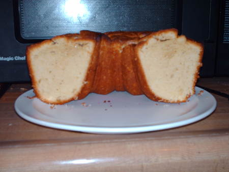 Cream_cheese_pound_cake_cross_9k